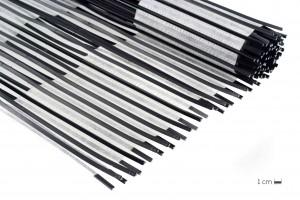 Surmoulage en bande de profils plastiques de longueur 500 mm sur une toile porteuse